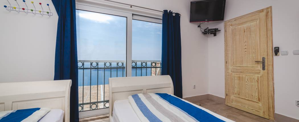 Bedroom III with sea view