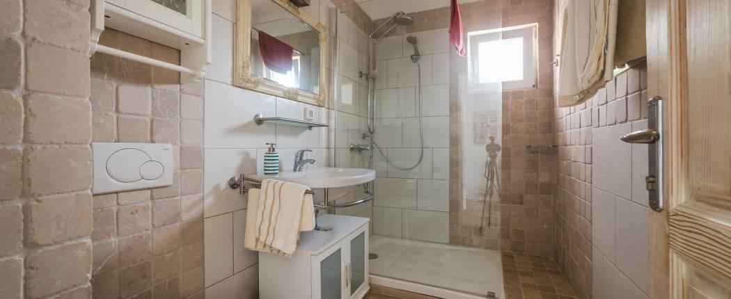 Bathroom III with shower