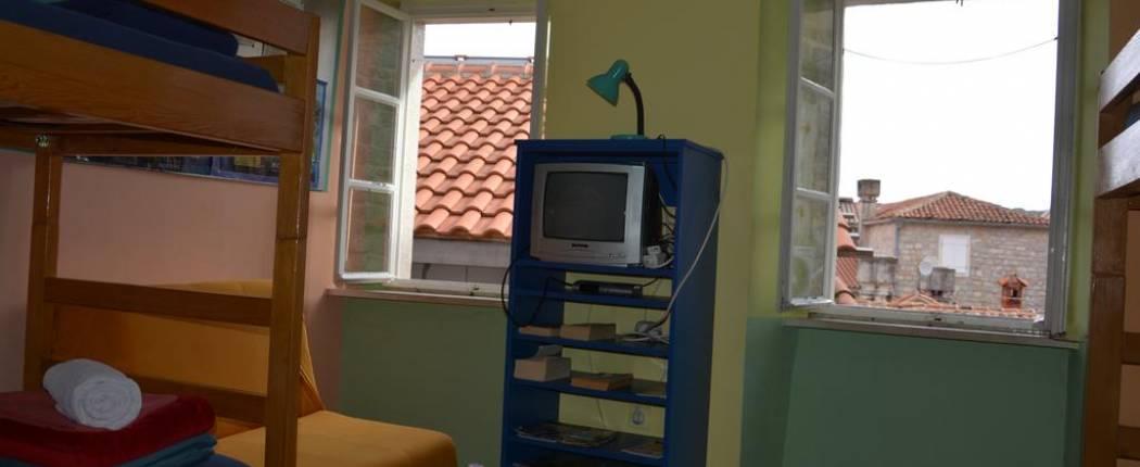 montenegro hostel budva - Bunk Bed in 8-Bed Dormitory Room