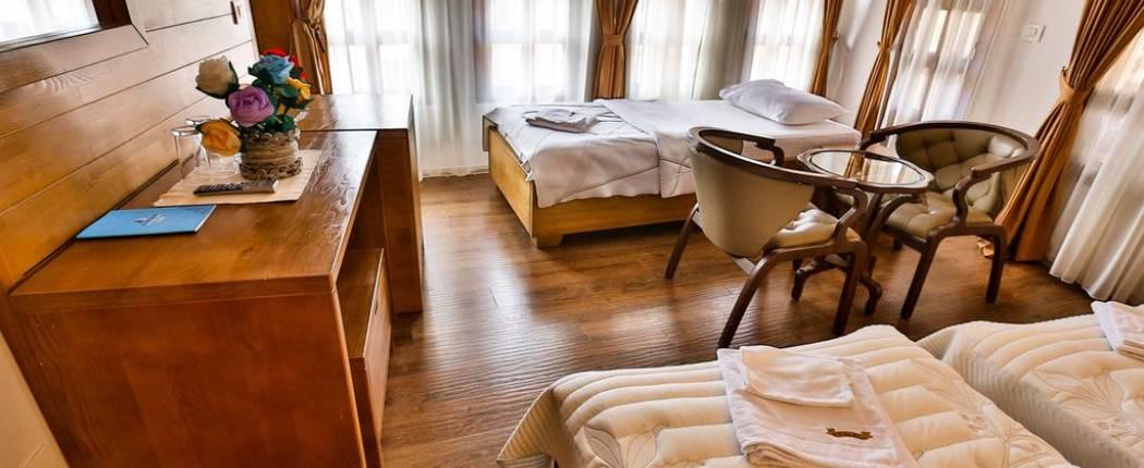 Guest House Kula Bar triple room