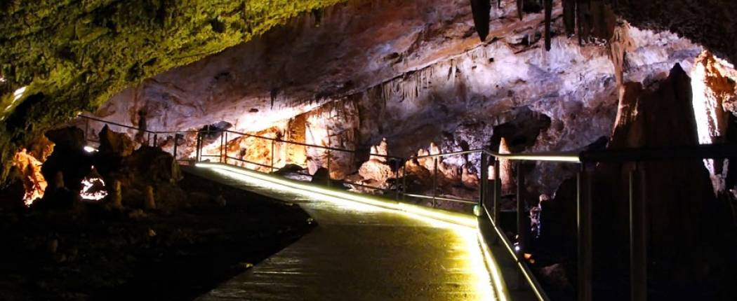 Lipa Cave excursion in Montenegro | Cipa Travel