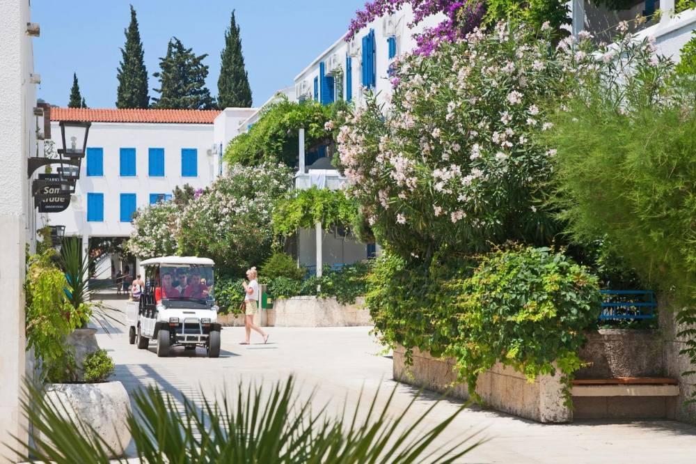 Отель Slovenska Plaza Lux Hotel Slovenska Plaza Lux Budva | Montenegro | Cipa travel