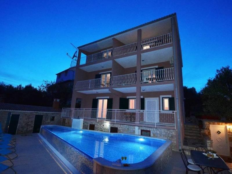 Počitniška hiša z bazenom Okrug Gornji, Čiovo