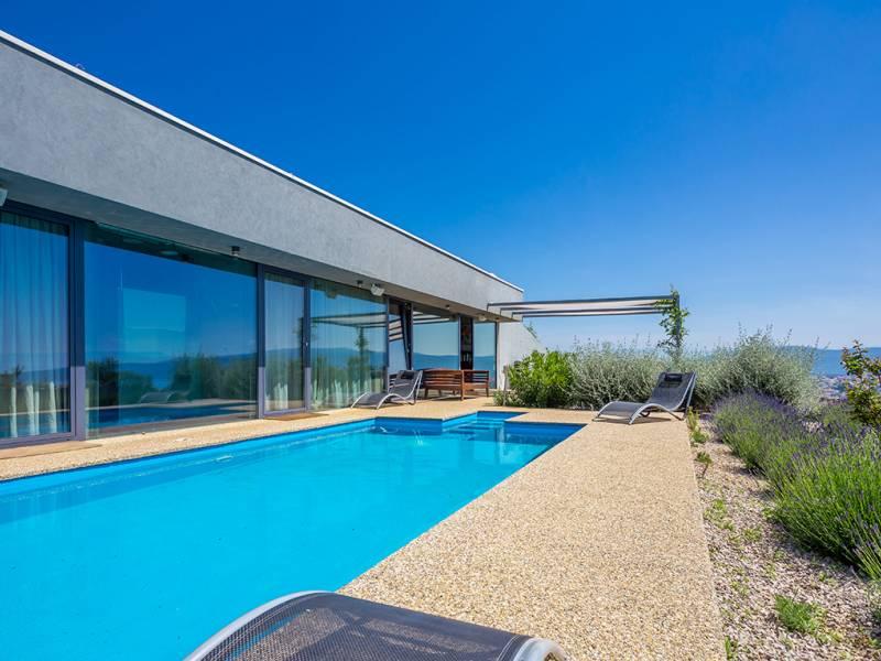 Moderne villa met zwembad Krk, Kvarner, Kroatië