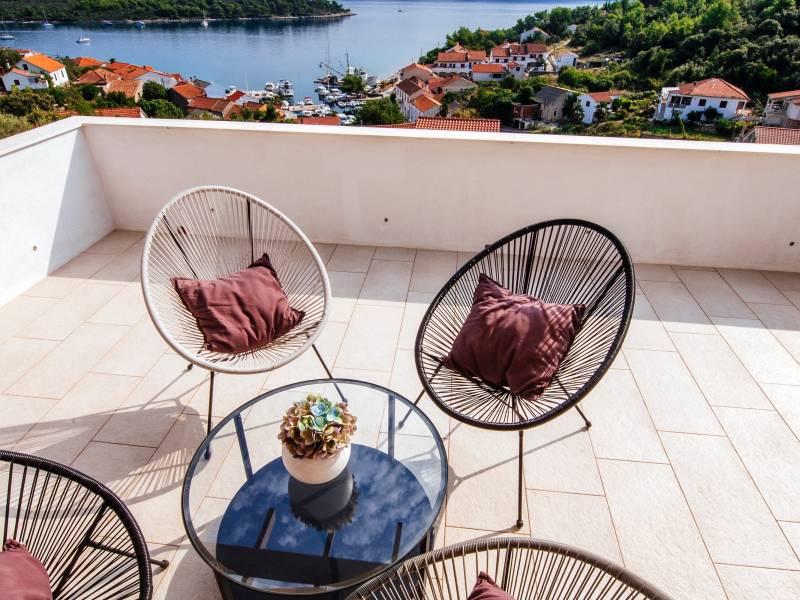 Vila s bazénem a krásným výhledem na moře na ostrově Iž, Dalmácie, Chorvatsko