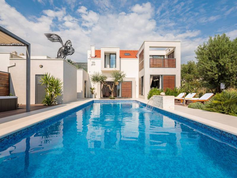 Luxury house with pool, jacuzzi and sauna in Kastel Luksic, Dalmatia, Croatia