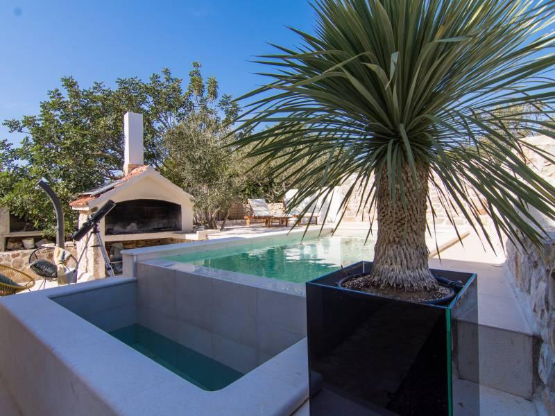 Villa Pearl of Adriatic con piscina privata, a 10 m dal mare, isola Drvenik Mali, Dalmazia