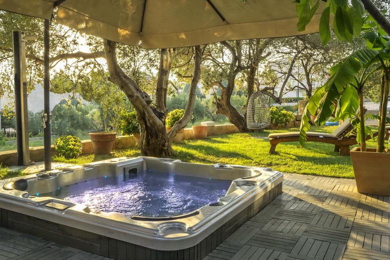 Ferienwohnungen Blanka, Banjol, Insel Rab, Kroatien Garten Whirpol