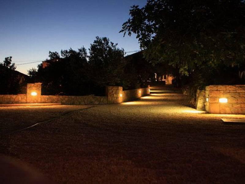 Ferienwohnungen Blanka, Banjol, Insel Rab, Kroatien Eingang in Haus Nacht
