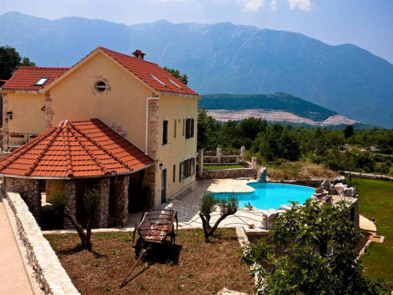 Holiday house with pool in Sestanovac, Dalmatia, Croatia