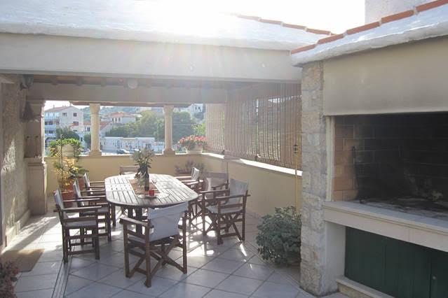 Hiša v centru Sumartina z bazenom, otok Brač, Dalmacija, Hrvaška