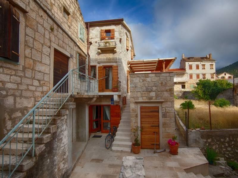 Počitniška hiša Komiza, Otok Vis, Dalmacija, Hrvaška House from outside