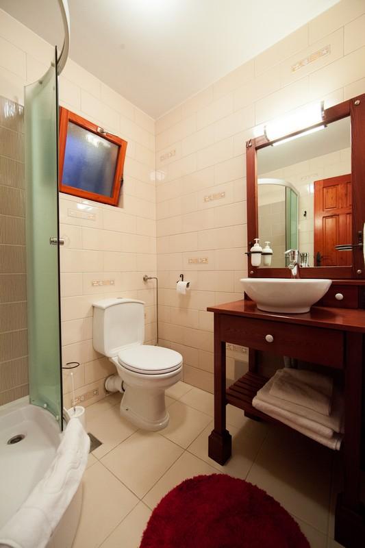 Počitniška hiša Komiza, Otok Vis, Dalmacija, Hrvaška Bathroom ground floor