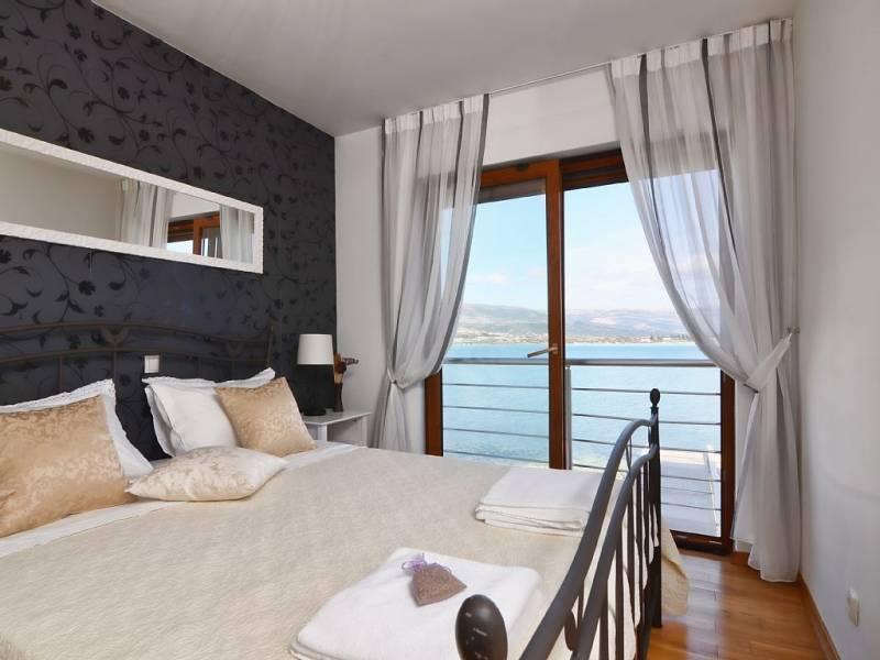 Villa z bazenom Trogir direktno na moru, Dalmacija, Hrvaška