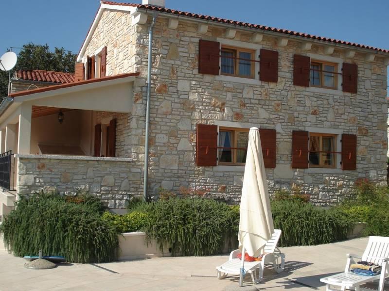 Počitiške hiše s skupnim bazenom, Burići, Kanfanar, Istra, Hrvaška Mirta