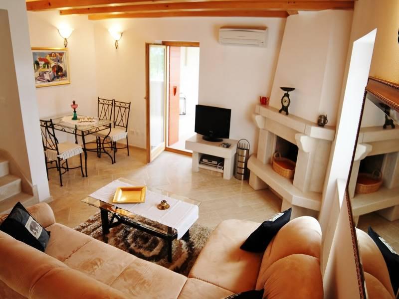 Počitiške hiše s skupnim bazenom, Burići, Kanfanar, Istra, Hrvaška Aurora