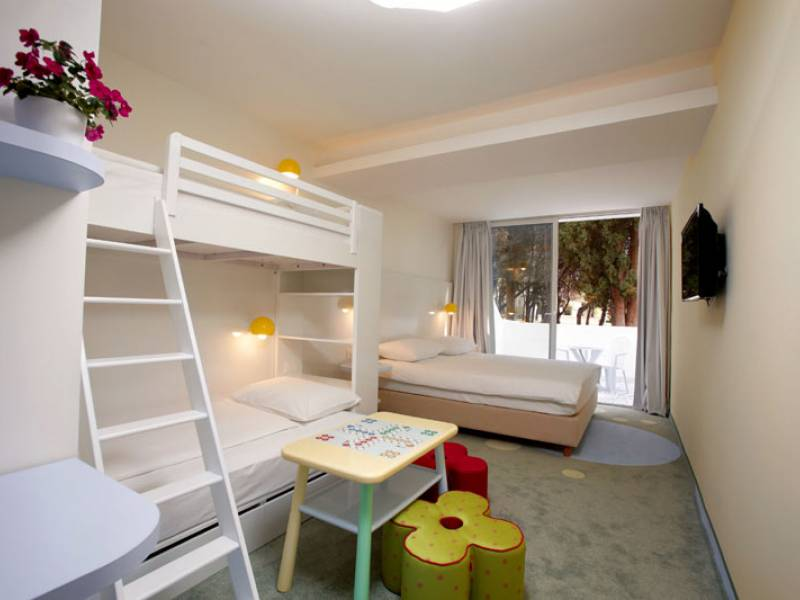 Amadria Park Kids Hotel Andrija ex Solaris, Sibenik, Dalmácie, Chorwacja Double room with bunk bed